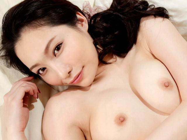 Hübsche Japanerin Hikari Tsukino wird von Baummännern angerempelt